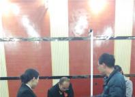 庭审后,法官组织双方当事人进行调解(一)