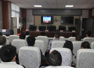 天全县法院组织观看《向英雄致敬》—追忆人民警察 蔡松松记录片