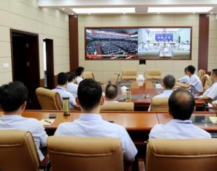 雨城区法院组织干警收看省第十一次党代会开幕大会