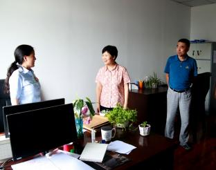 省委政法委副书记王萍到雨城法院调研司法责任制改革工作
